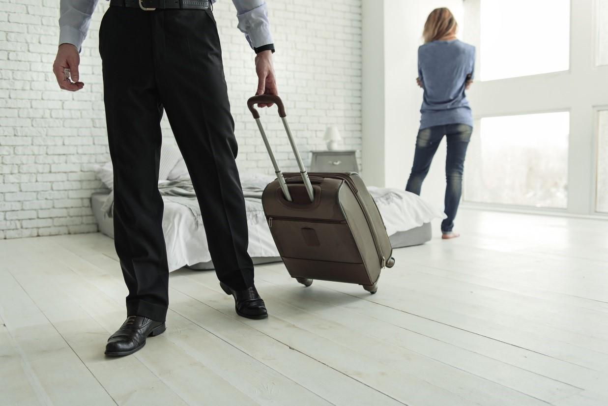 Как поступить, если муж ушёл из семьи