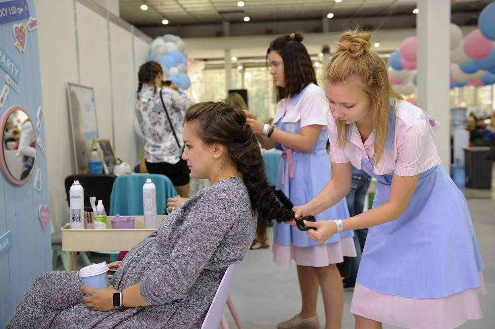Почему беременным девушкам не рекомендуют красить и стричь волосы