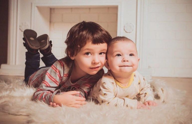 Почему старший ребенок ревнует родителей по отношению к младшему