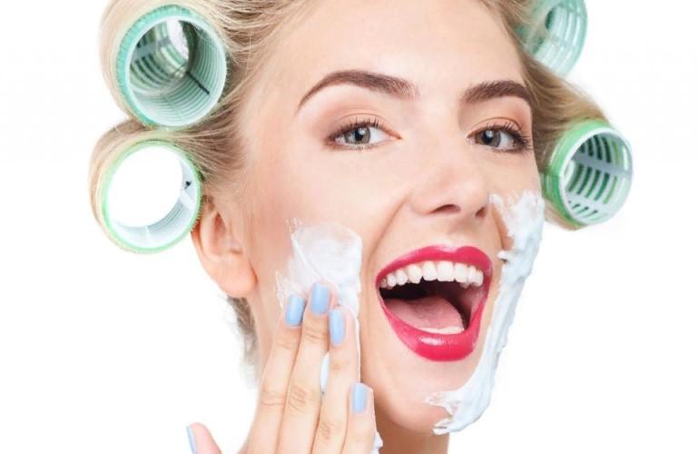 Зачем современные девушки бреют лицо