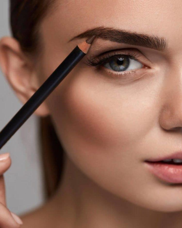 Красивые брови: как подобрать свою форму