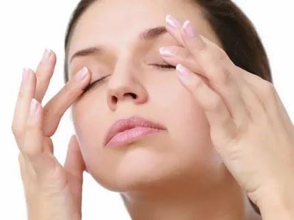 Как можно избавиться от синюшных дефектов под глазами: какое лечение применять