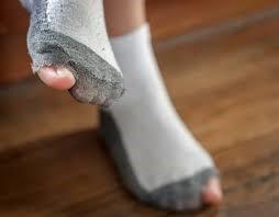 Дырки в носках: как правильно зашить