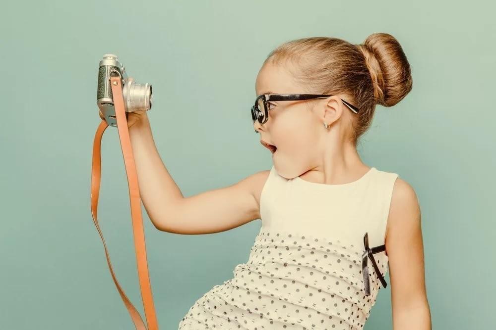 Гигабайты оцифрованного детства: чем опасно частое фотографирование детей