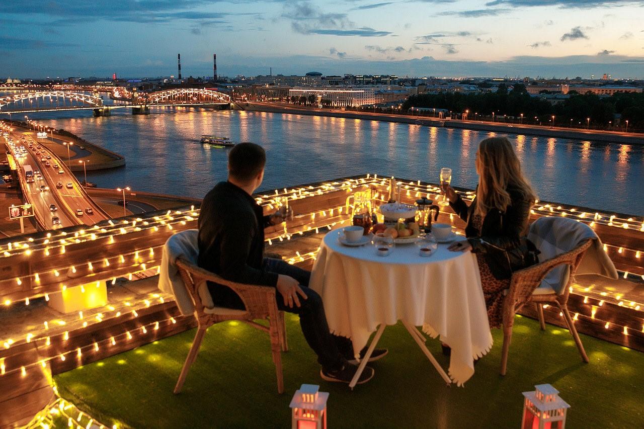 Куда пригласить девушку: самые незабываемые места для свидания