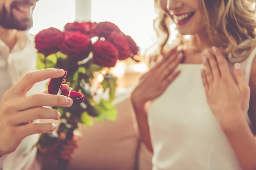Какое украшение нужно дарить девушке, когда делаешь предложение руки и сердца