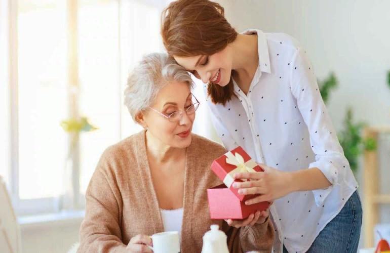 Что подарить маме и свекрови в честь Дня матери