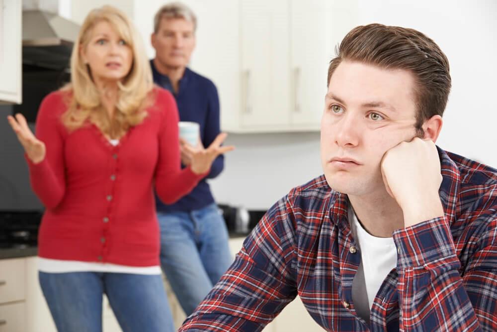 Не нравится избранница сына-подростка: что делать - рекомендации психологов