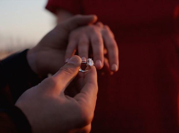 Мужчина сделал предложение руки и сердца: стоит ли принимать его и выходить замуж