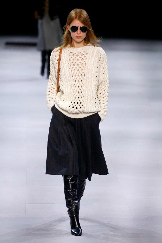 И тепло, и стильно: как в холодное время года носить вещи из трикотажа в офис