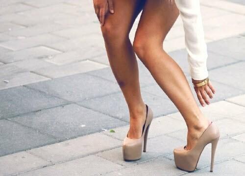 Какие наряды на свидание надевать не стоит - советы дизайнера Наз Маер