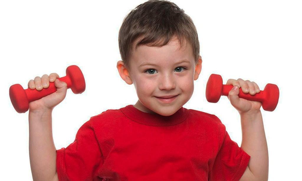Почему нельзя растить сыновей «настоящими мужиками»: навязанные стереотипы в воспитании мальчиков
